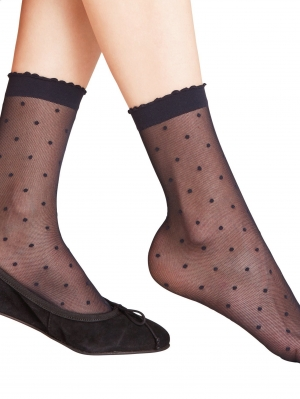 Women Dot 15 denier Socks